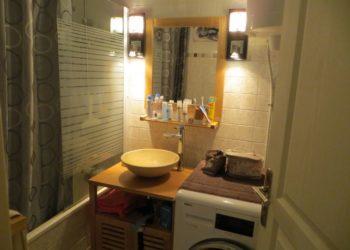 Photo de la salle de bain avec baignoire